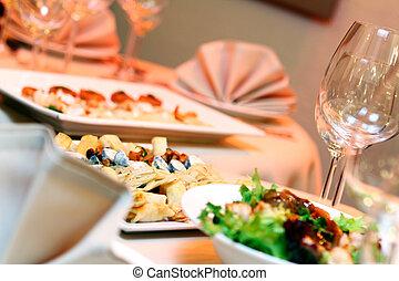 τραπέζι , συμπόσιο , μεζέδεs