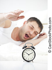 τρομάζω , αγγίζω , κοιμάται , άντραs , ρολόι