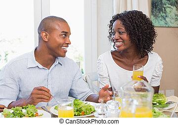 υγιεινός , ζευγάρι , μαζί , άλλος , έκαστος , χαμογελαστά , απολαμβάνω , γεύμα