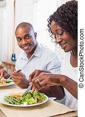 υγιεινός , ζευγάρι , μαζί , απολαμβάνω , γεύμα , ευτυχισμένος
