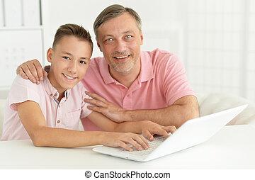 υιόs , και , πατέραs , δουλεία χρήσεως laptop