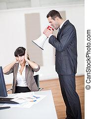 υπάλληλος , θυμωμένος , σκούξιμο , αφεντικό