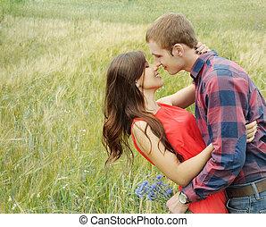 υπαίθριος , αγάπη , ζευγάρι , νέος , ελκυστικός , φιλί , πορτραίτο , αισθησιακός
