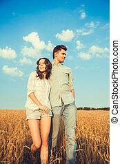 υπαίθριος , αγάπη , ζευγάρι , νέος , outdoor.stunning, μόδα , πορτραίτο , μοντέρνος , αισθησιακός