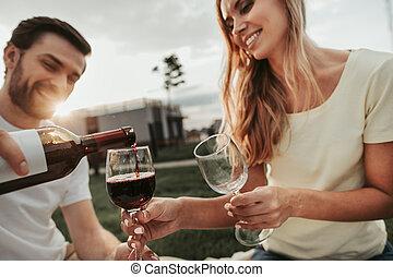 υπαίθριος , γυναίκα , αισιόδοξος , πόσιμο , άντραs , κρασί
