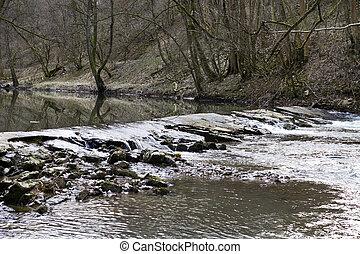 υπαίθριος , σκηνή , σε , μικρό , ποτάμι