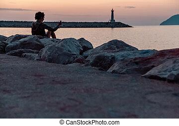 φάρος , βουνήσιοσ. , backdrop , εναντίον , sunset.