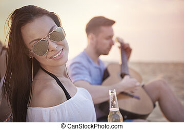 φίλοι , γυναίκα , παραλία , ελκυστικός