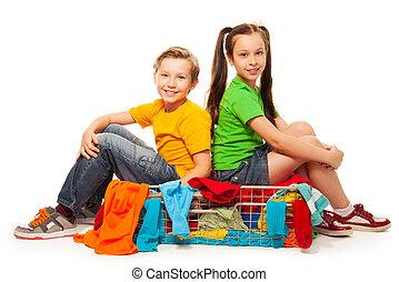 φίλοι , μέσα , κατάστημα ρούχων