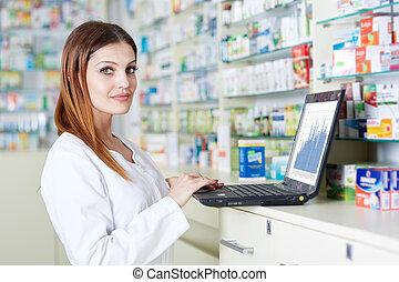 φαρμακοποιός , έλεγχος , φαρμακείο , στοκ