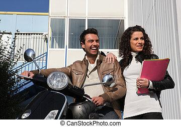 φιλενάδα , μοτοσικλέτα , άντραs