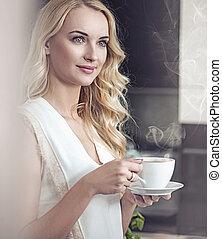 φλιτζάνι του καφέ , όμορφη , πορτραίτο , πόσιμο , ξανθομάλλα