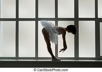 φούστα μπαλαρίνας , παράθυρο , μελαχροινή , κατώφλιο , πάνινα παπούτσια