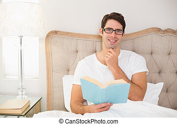 χαλάρωσα , κρεβάτι , βιβλίο , πορτραίτο , διάβασμα , άντραs