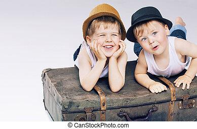 χαριτωμένος , κειμένος , αδέλφια , δυο , αποσκευέs