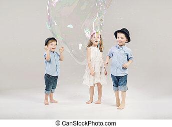 χαριτωμένος , μικρός , δυο , κύριοι , δικό τουs , παίξιμο , φίλοs