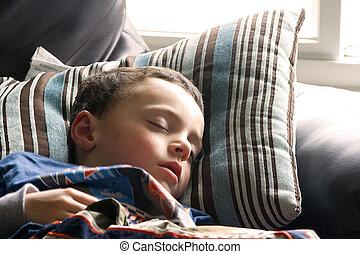 χαριτωμένος , μικρός , κοιμάται , καναπέs , αγόρι