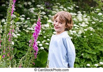χαριτωμένος , μικρός , παίξιμο , κήπος , αγόρι