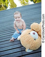 χαριτωμένος , μικρό αγόρι , παίξιμο , άθυρμα