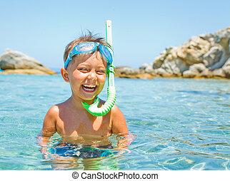 χαριτωμένος , παίξιμο , θάλασσα , αγόρι