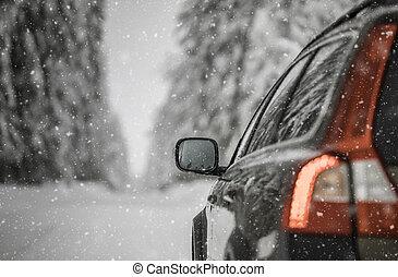 χειμώναs , χιονάτος , αυτοκίνητο , αναδασώνω , ανάμεσα , δρόμοs