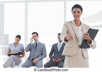 χορήγηση , επιχειρηματίαs γυναίκα , ευθυμία χειραψία