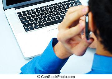 χρησιμοποιώνταs , τηλεπικοινωνία