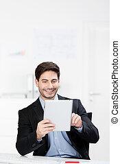 ωραία , άντραs , χρησιμοποιώνταs , ένα , tablet-pc