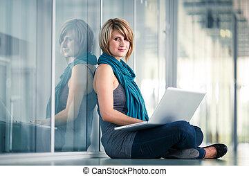όμορφη , laptop , νέος , γυναίκα , ηλεκτρονικός υπολογιστής , σπουδαστής