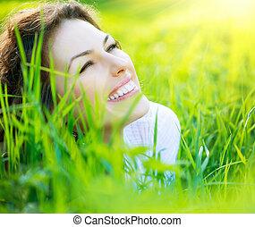όμορφος , άνοιξη , νέα γυναίκα , έξω , απολαμβάνω , φύση