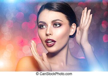 όμορφος , αίθουσα , βλεφαρίδα , μοντέρνος , μαλλιά , χείλια , ιαματική πηγή , γυαλίζω , κορίτσι , μάτι , κραγιόν , φτιάχνω , νέος , μακριά , μεταχείρηση , γυναίκα , ομορφιά , μακιγιάζ , πολυτελής , μανικιούρ , σκιά , κυρία , καρφί , πάνω , προϊόντα , μάσκαρα , μοντέλο , λαμπερός