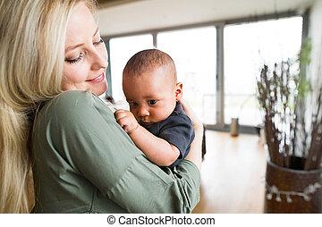 όμορφος , αγόρι , μικρός , αυτήν , νέος , μητέρα , μωρό , home.