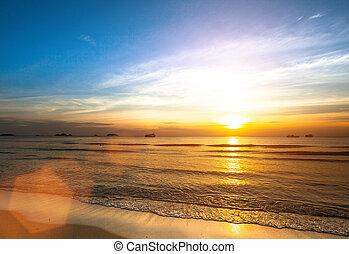 όμορφος , ακρογιαλιά. , ηλιοβασίλεμα , θάλασσα