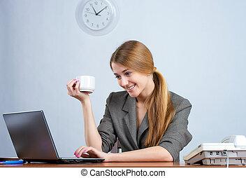 όμορφος , επιχειρηματίαs γυναίκα , laptop , εργαζόμενος