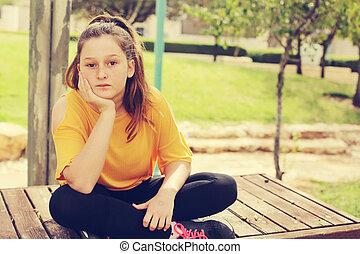 όμορφος , εφηβικής ηλικίας , αυτοσυγκεντρώνομαι , κορίτσι , φύση