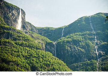 όμορφος , καταρράκτης , μέσα , νορβηγία , φιορδ