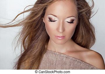 όμορφος , καφέ , eyeshadow , μόδα , δροσερότητα , μακριά , μοντέλο , υγεία , διατυπώνω , ξανθή , hair., close-up., care., woman., studio.