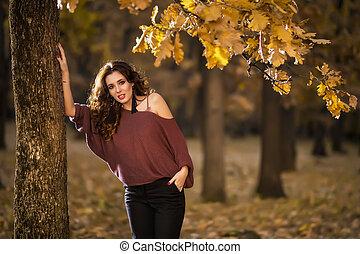 όμορφος , τρόπος ζωής , γυναίκα , μόδα , beauty., νέος , forest., φθινόπωρο , πορτραίτο
