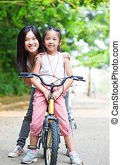 азиатский, семья, верховая езда, велосипед