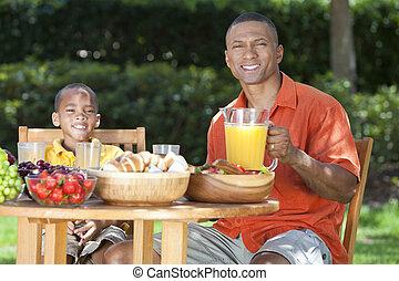 африканец, американская, отец, &, сын, принимать пищу, здоровый, питание, за пределами