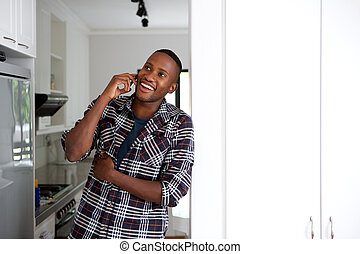 африканец, молодой, телефон, вызов, изготовление, главная, парень, счастливый