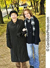 бабушка, гулять пешком, внучка