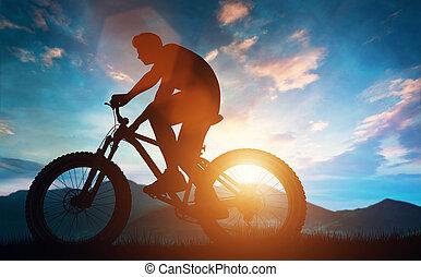 байкер, верховая езда, his, велосипед, в, , mountains.
