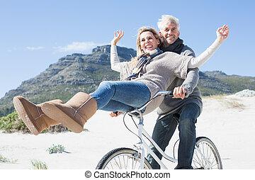 беззаботный, пара, собирается, на, байк, поездка, на, , пляж