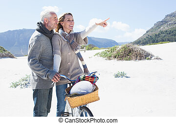 беззаботный, пара, собирается, на, байк, поездка, and, пикник, на, , пляж
