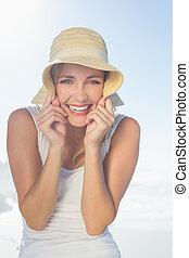 безумно красивая, счастливый, блондинка, posing, в, , пляж