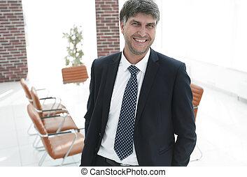 бизнесмен, на, , задний план, of, an, пустой, конференция, комната