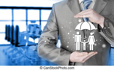 бизнесмен, protecting, семья, страхование, концепция
