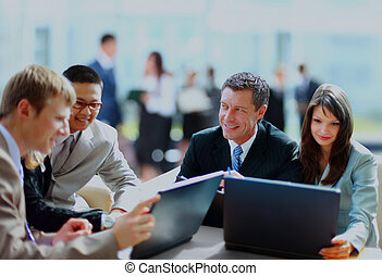 бизнес, встреча, -, менеджер, discussing, работа, with, his, colleagues.