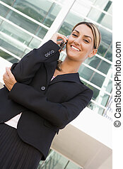 бизнес-леди, постоянный, на открытом воздухе, на, сотовая связь, телефон, улыбается